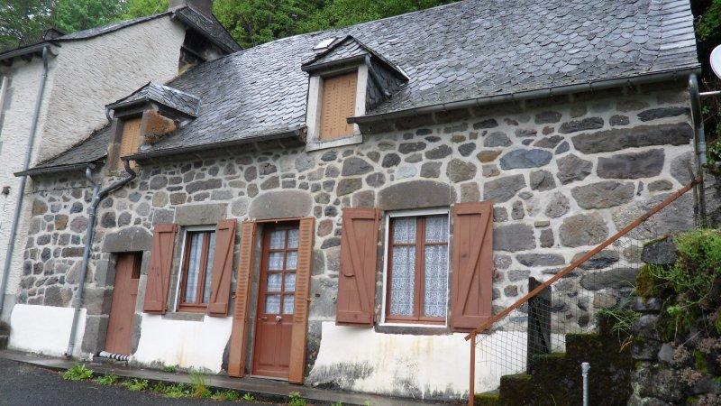 Vente maison en pierres avec magnifique vue for Garage ad aurillac
