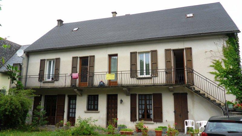 Vente maison de famille au bord de la rivi re for Garage ad aurillac